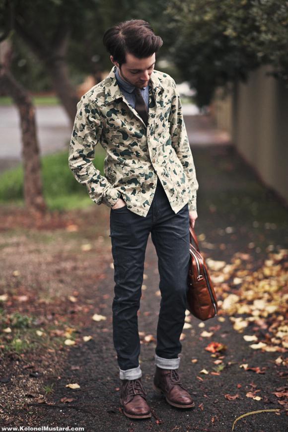 ジャストサイズのスーツ、ジャケットでまとめたコーディネートです。パンツもぴっちり細身でバランスよく