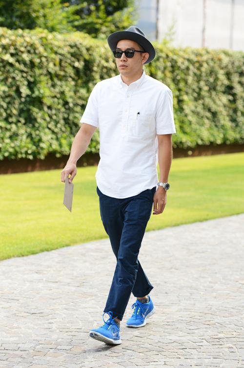 サングラスと腕時計でシンプルなファッションをスタイリッシュな大人雰囲気に