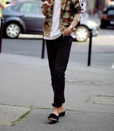 パンツは無地でシンプル、単色の地味なものが無難