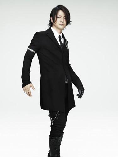 TERU(GLAY)のファッション画像