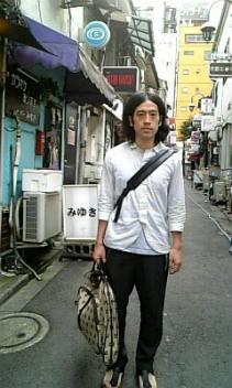 又吉直樹(ピース)のファッション画像