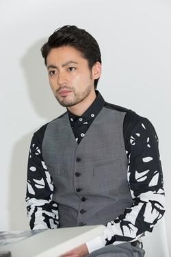 山田孝之のファッション画像